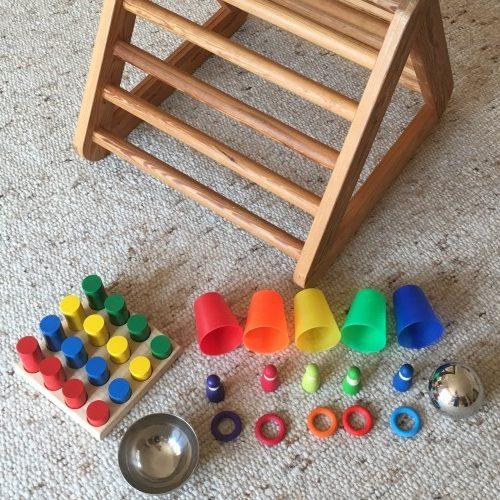 Pikler Dreieck mit Steckspielzeug